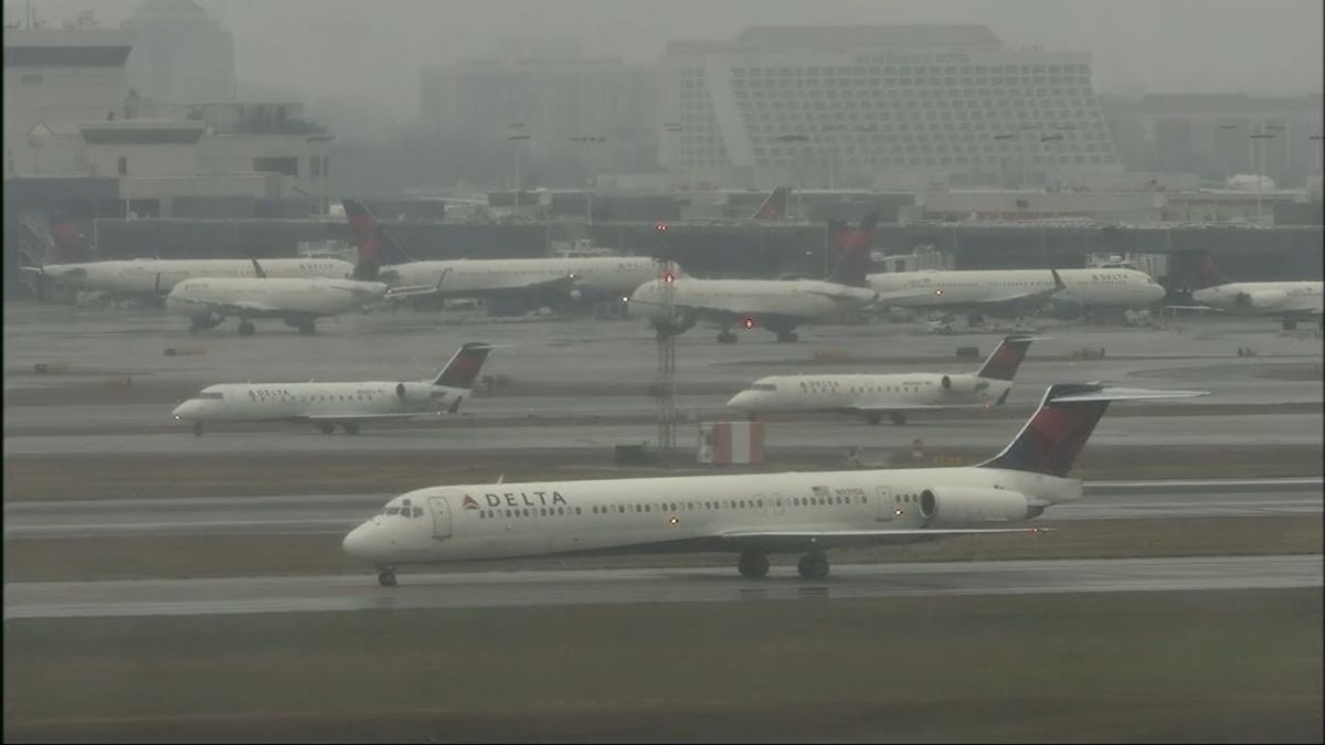 全球最忙機場大停電12小時 陰謀論滿天飛
