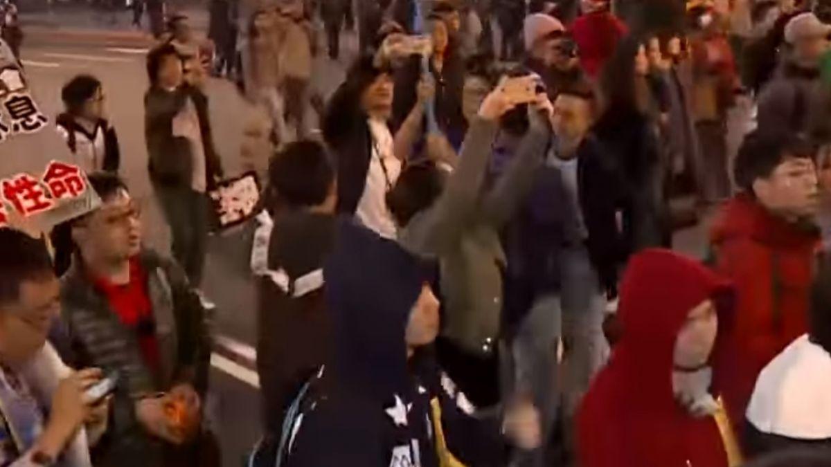 陳抗游擊戰4小時! 抗議民眾癱瘓北市交通