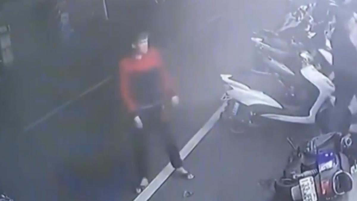兩男全武行「撞破通訊行」 老闆:怕誤會被砸店