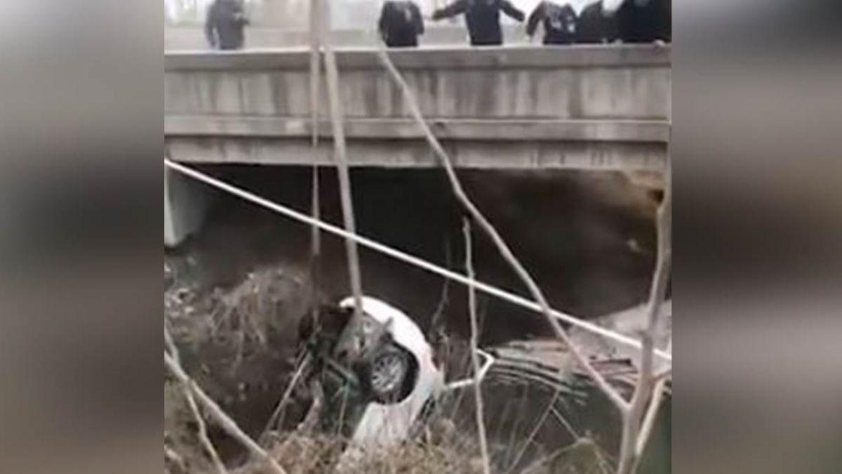 【影片】送葬途中遇死劫…轎車插河底奪3命 目擊者:車上很多人