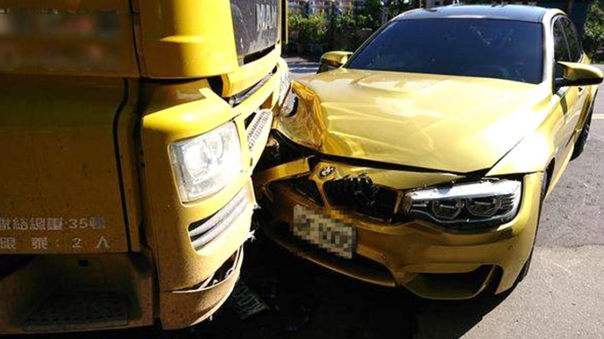 BMW失控自撞拖引車!洗車小弟急著跑走「老闆叫我試車…」