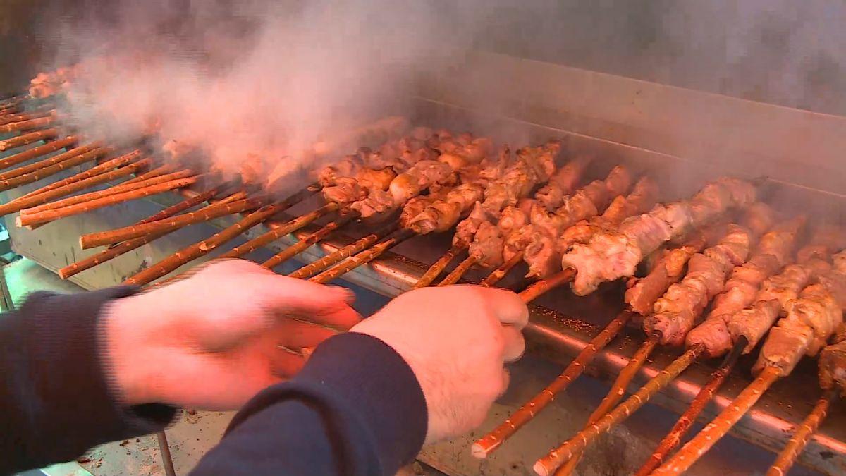 一周一次的美食街 手抓飯、烤羊串 一秒到新疆