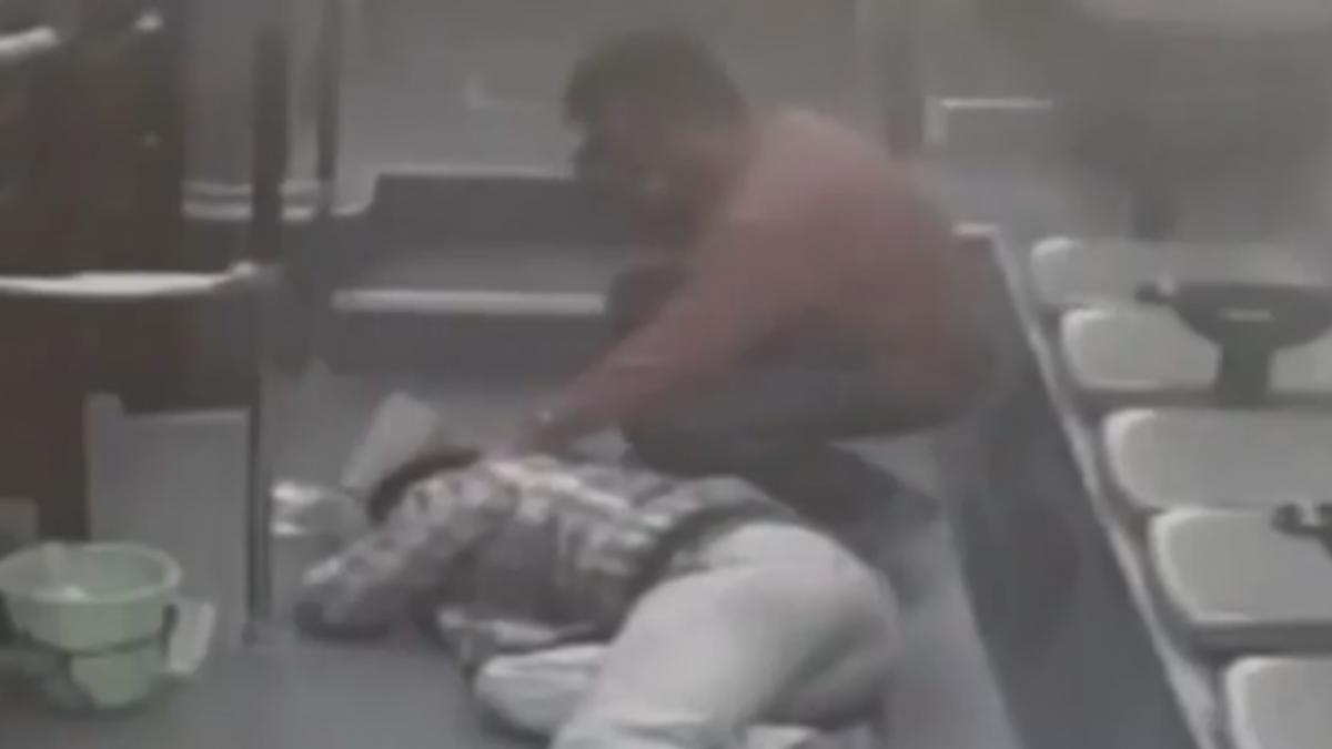 心寒! 男搭公車昏倒 乘客冷眼無人救援