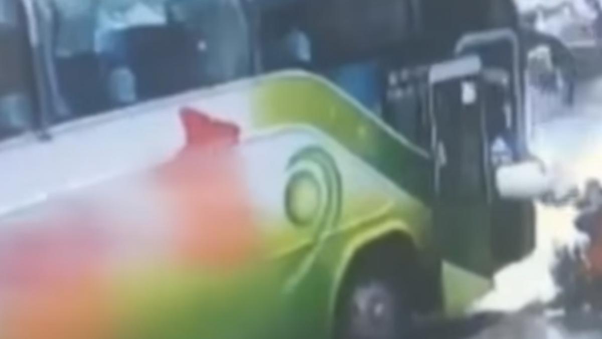 遊覽車司機亂倒水、丟垃圾 民眾怒:沒公德心
