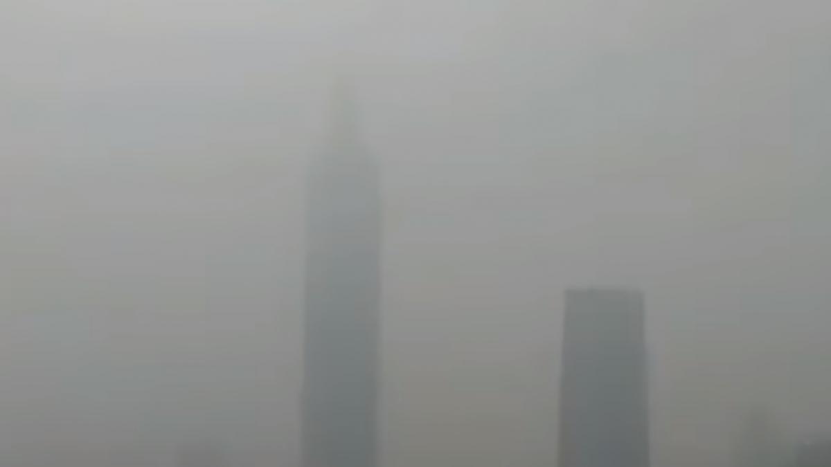 霾害+沙塵雙重威脅!天灰灰台北101消失