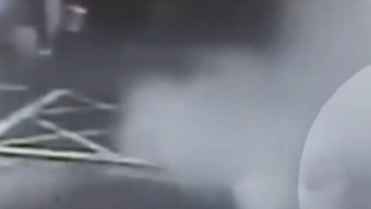 持滅火器隨機砸車 追路人亂噴三人受害