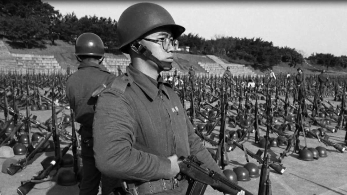 用鏡頭記錄軍旅生涯 重現90年代當兵時光
