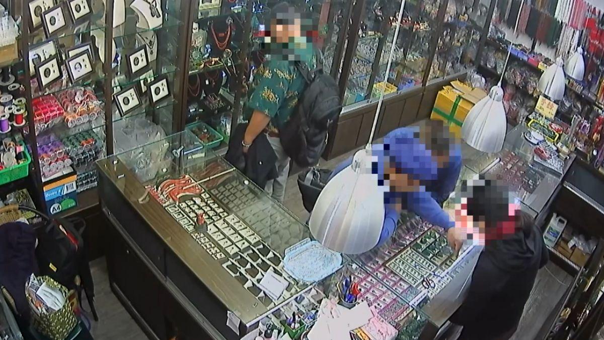 假詢價10秒偷1紅珊瑚串鍊 店家疑跨國行竊