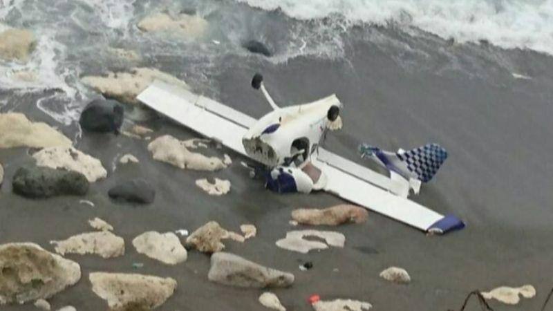 快訊/輕航機迫降台東海岸 機身斷裂…機上2人輕傷拒送醫