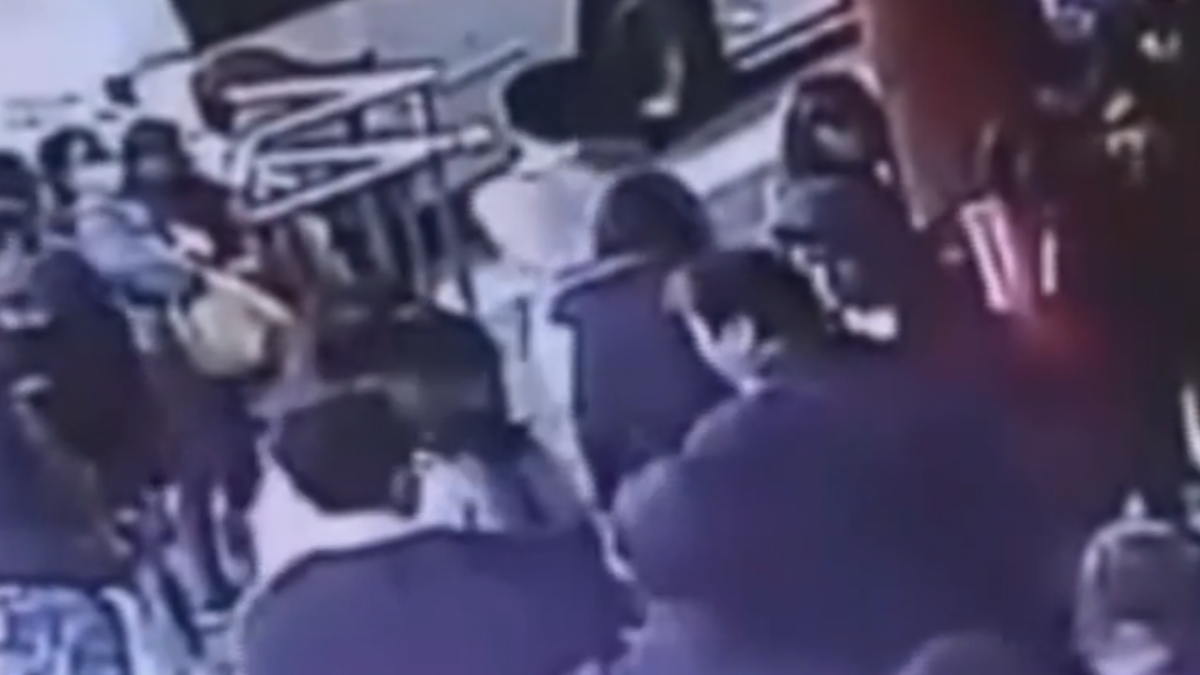 翁等公車不滿學生插隊 疑亮刀恐嚇