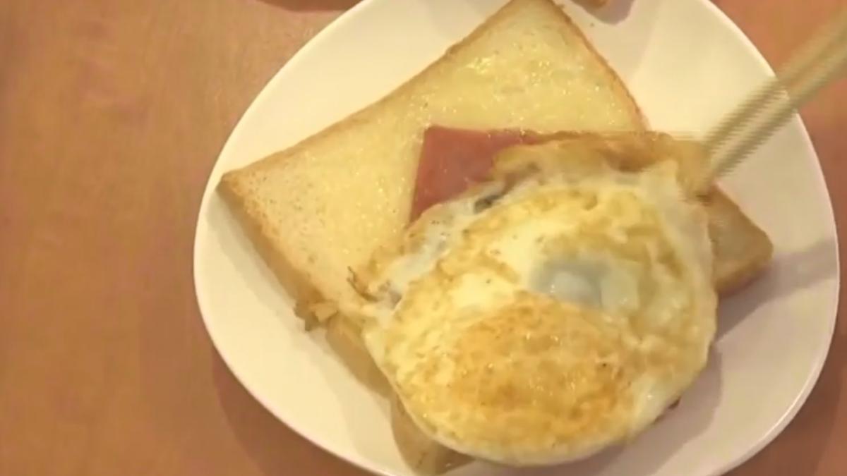 「點火腿蛋做成火腿蛋吐司」 愛心早餐做錯告店員