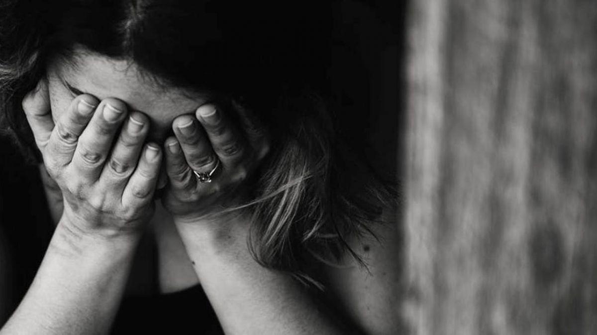 夫手機驚見小三照片!外遇情已逝…妻糾結:該原諒他嗎?