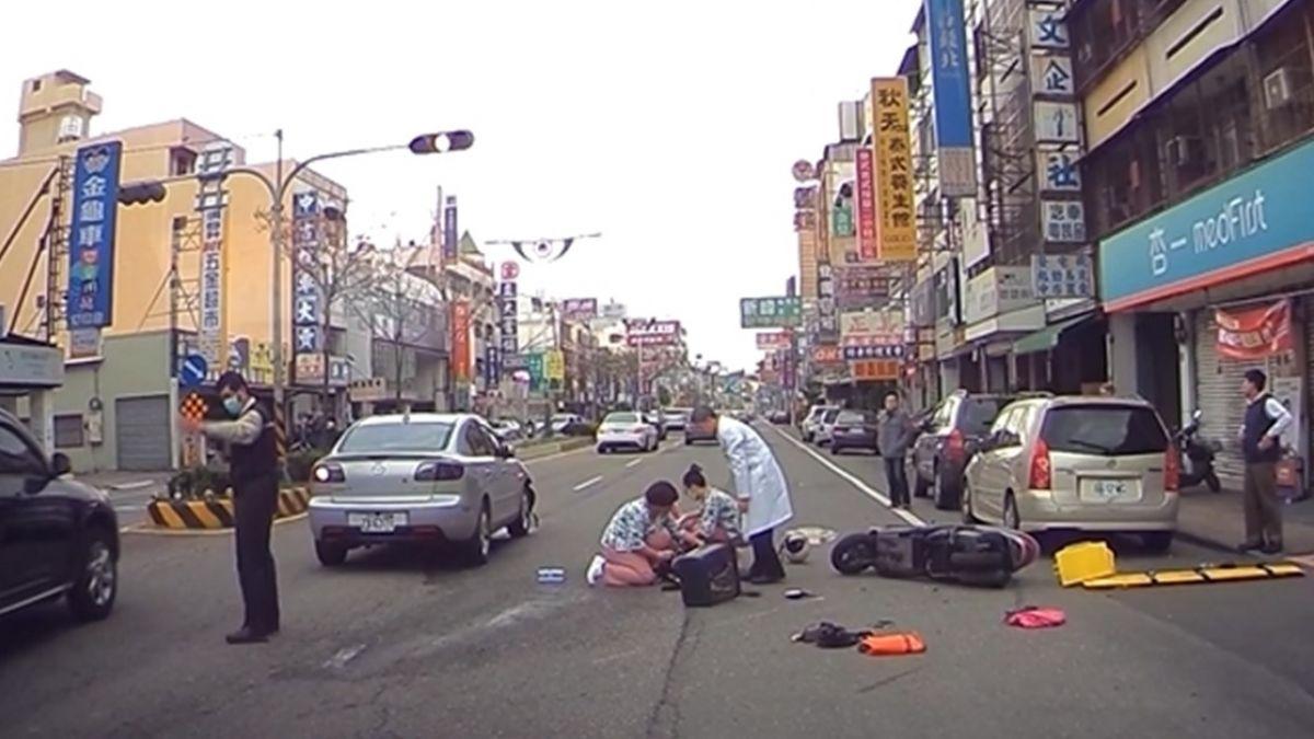 【影片】老夫婦雙載遭撞飛!碰一聲…醫護30秒衝出即刻救援