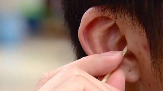恐造成耳膜破裂!醫師警告:別用棉花棒掏耳朵