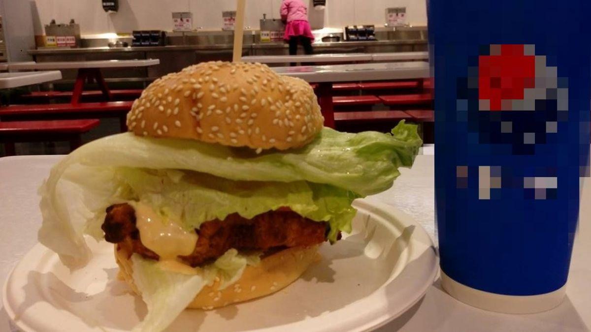 好市多新人氣熟食!漢堡4層料超高 100元有找還喝到飽