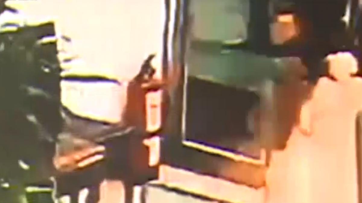 探望毒鴛鴦被阻擋 醉女罵警討拍被打臉
