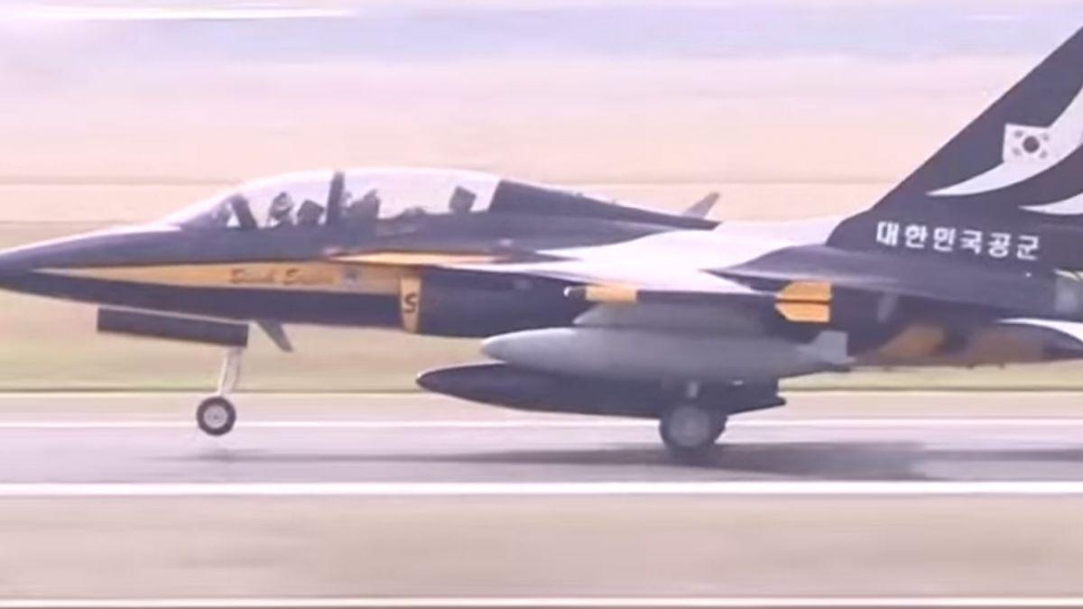 旋風式停留18小時 韓黑鷹T-50飛新加坡