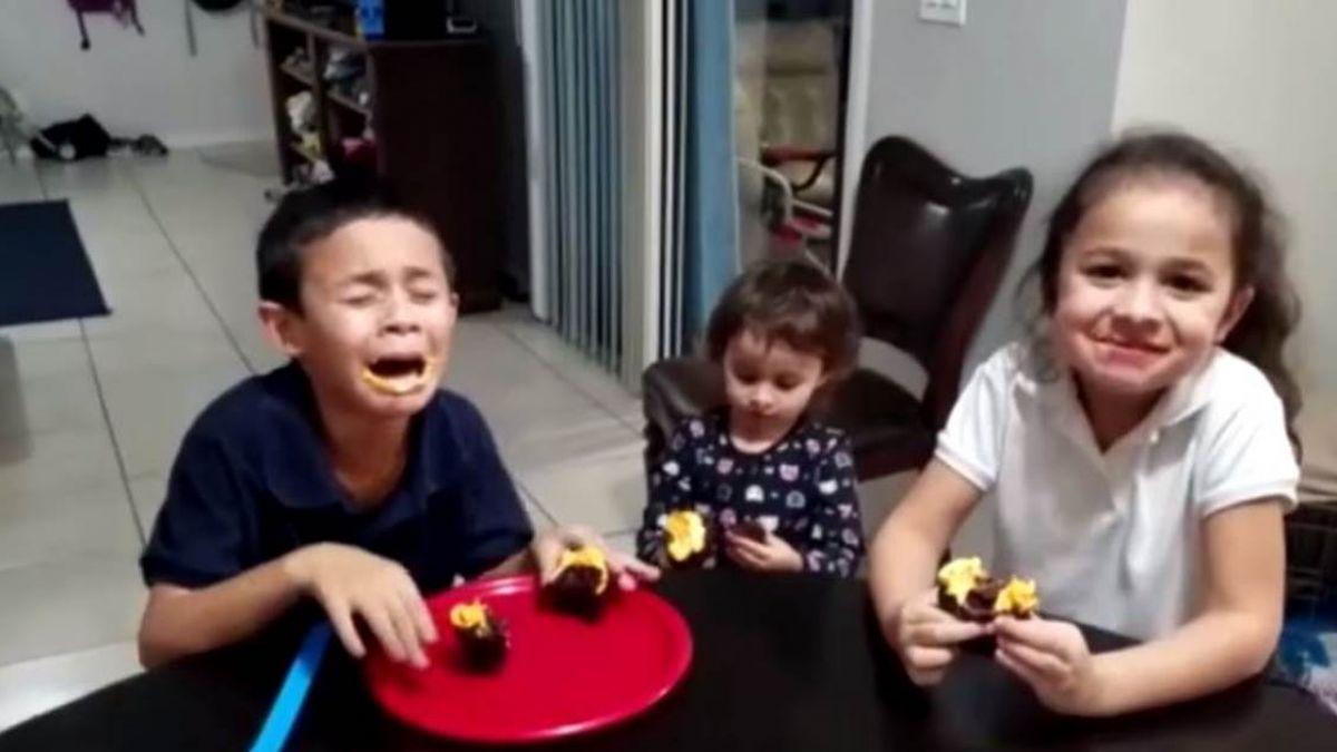 「又是妹妹!」8歲哥哥蹲地秒淚崩 超萌反應網笑瘋