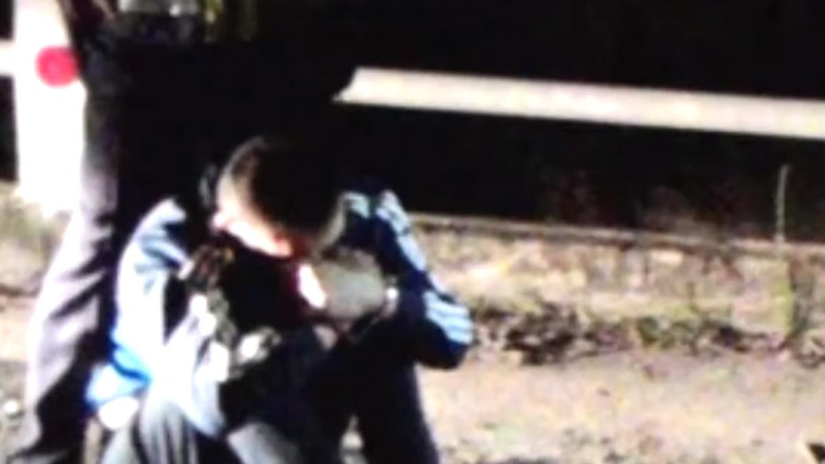通緝犯教唆友人衝撞警車 遭警方追逐壓制
