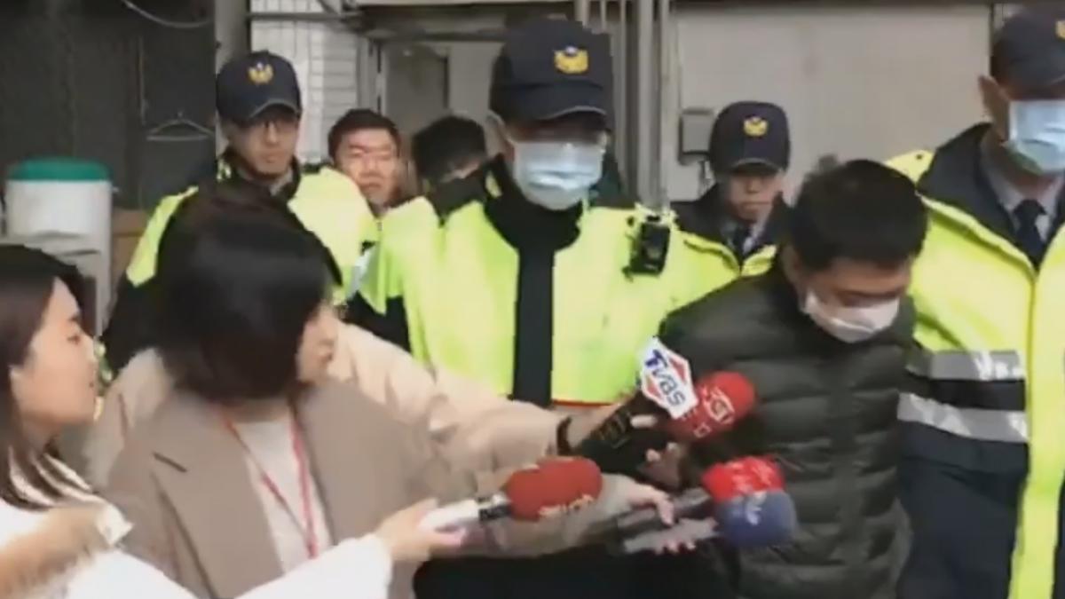 KTV前爆衝突 男竟當街踹警又踹偵防車