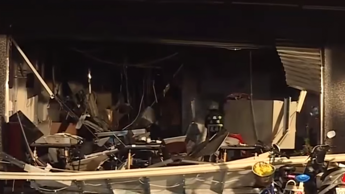 重回氣爆現場 便當店裝潢被炸開滿地碎玻璃