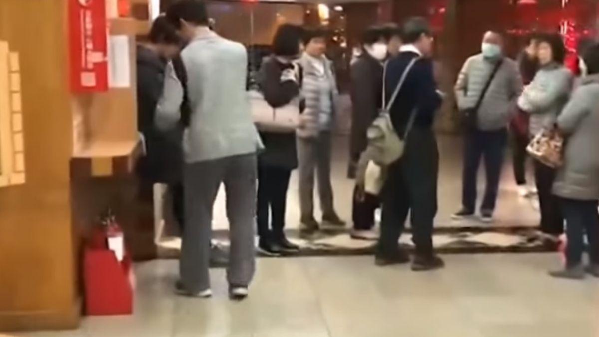 花蓮震央連環震 旅客驚逃飯店大廳避難