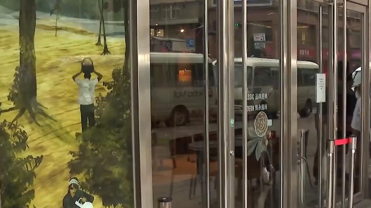 年輕婦人咖啡廳內遭偷拍 痛批遭「侵犯」