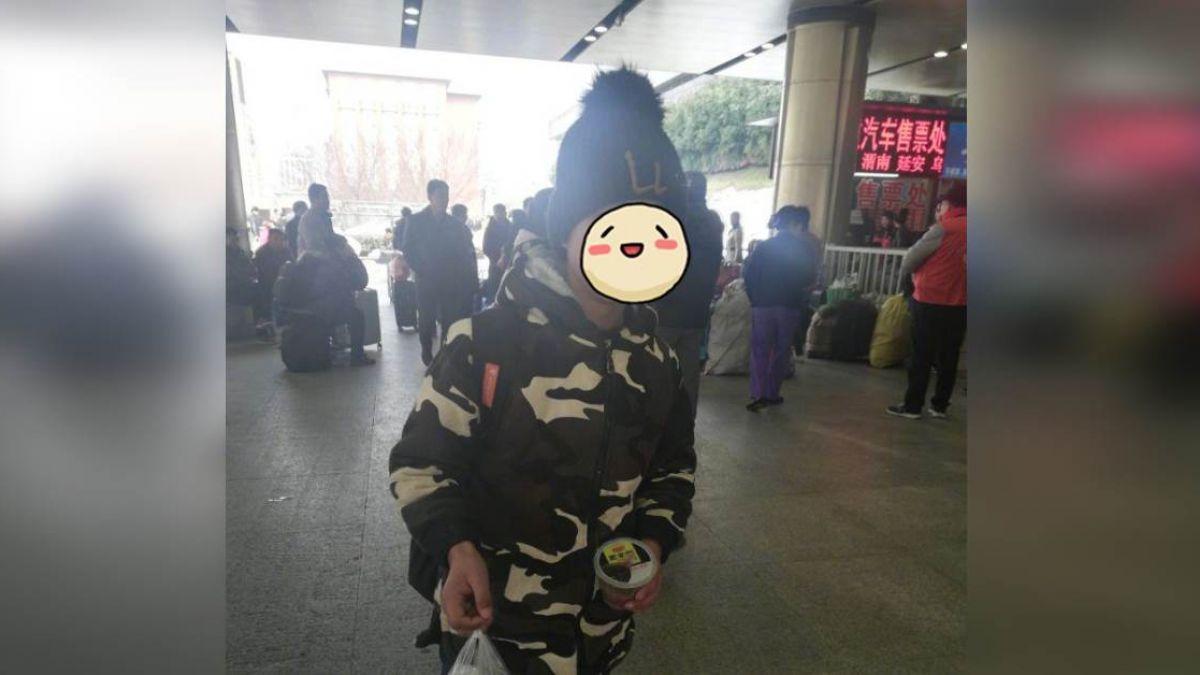 12歲小男孩火車站借手機 事後暖心回禮被讚爆