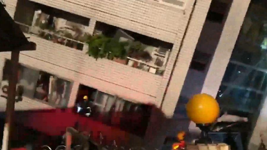 【影片】206宜花強震!大樓傾斜畫面曝光 國盛六街一樓瞬間消失