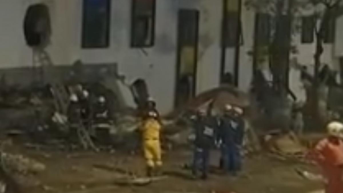 強震生死一瞬 運將車開一半目擊大樓倒塌
