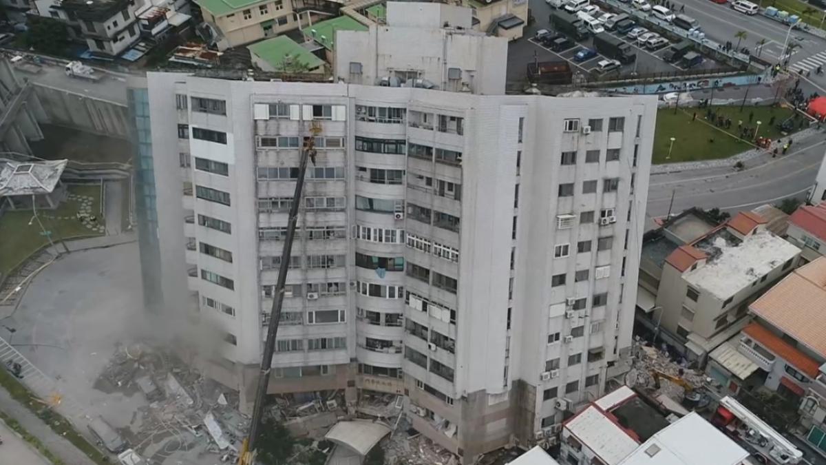雲翠大樓傾斜「4樓變1樓」 內部傳悶燒竄煙