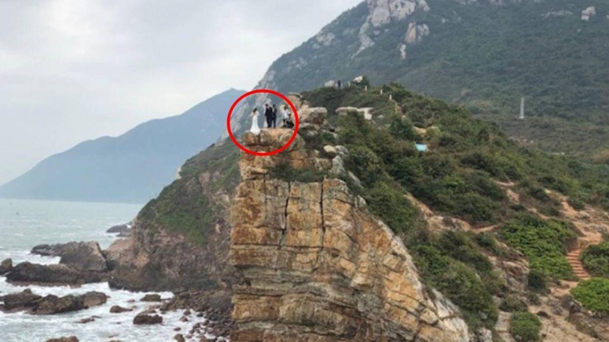 懸崖邊拍婚紗照…情侶差一步墜海!網嚇瘋:好好活著不行嗎
