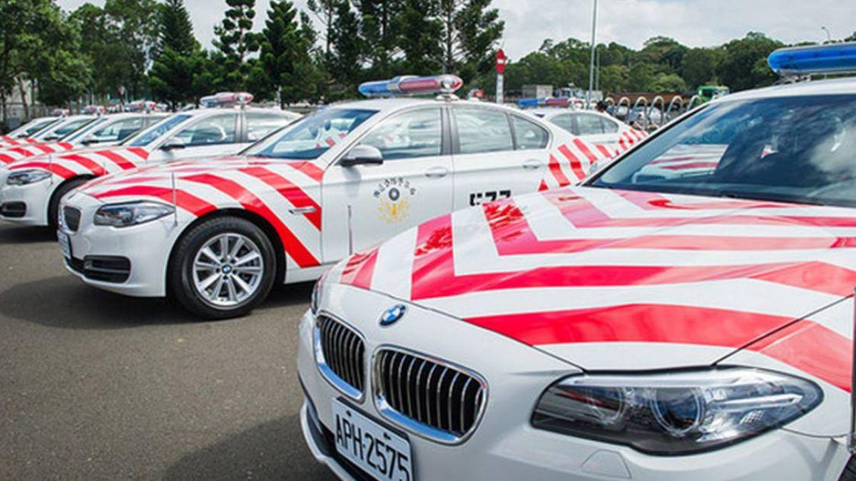 時速飆223公里!BMW警車仍遭保時捷「海放」 5位數罰單大方送