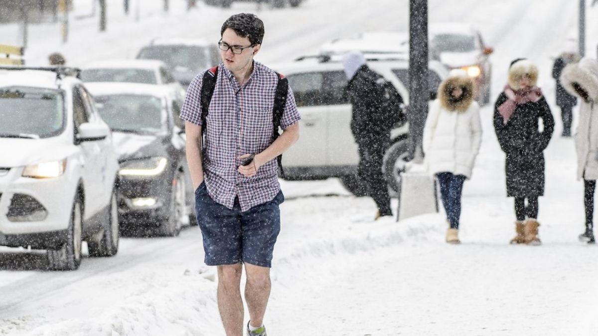 零下8度穿短袖短褲!男大生風雪中超淡定 網求:做朋友