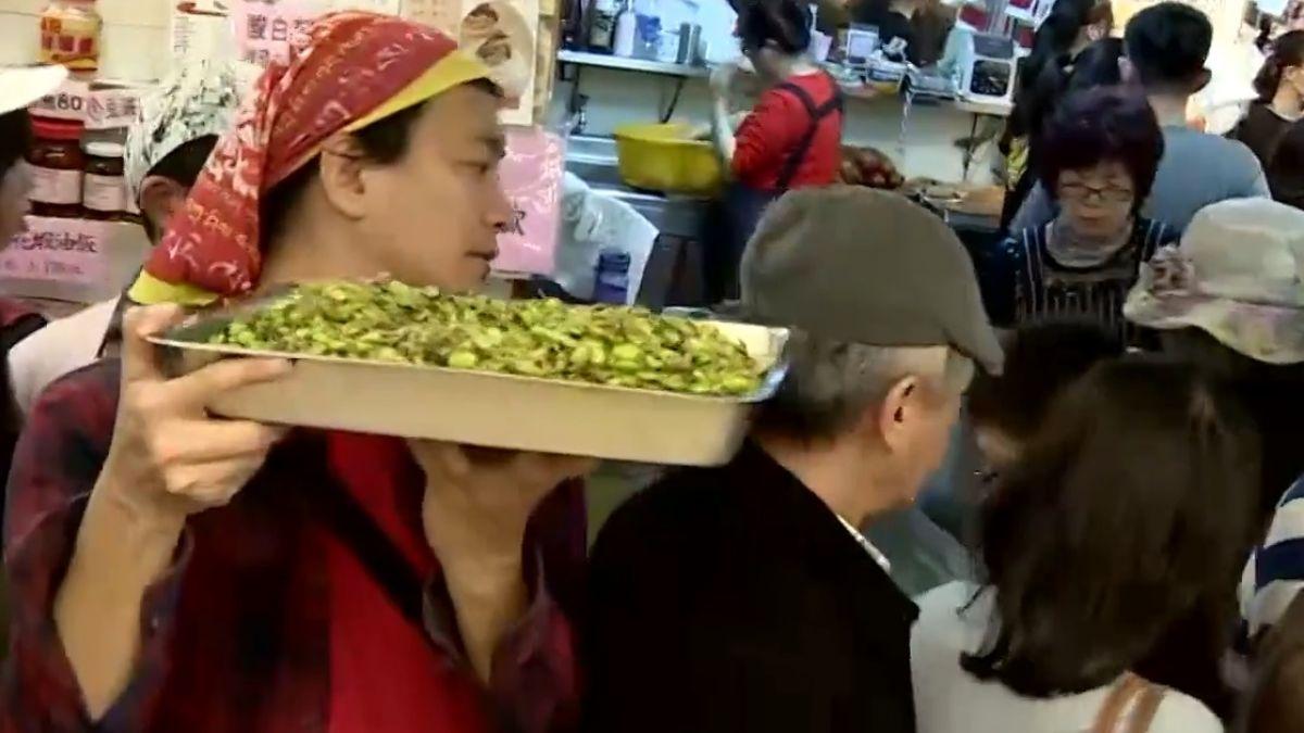 南門市場客滿了! 買年貨恐花半天時間