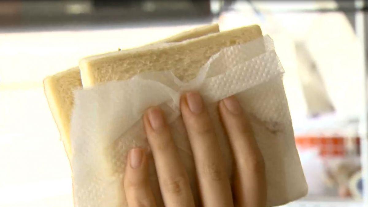 早餐店土司為何包衛生紙?引發網友熱議