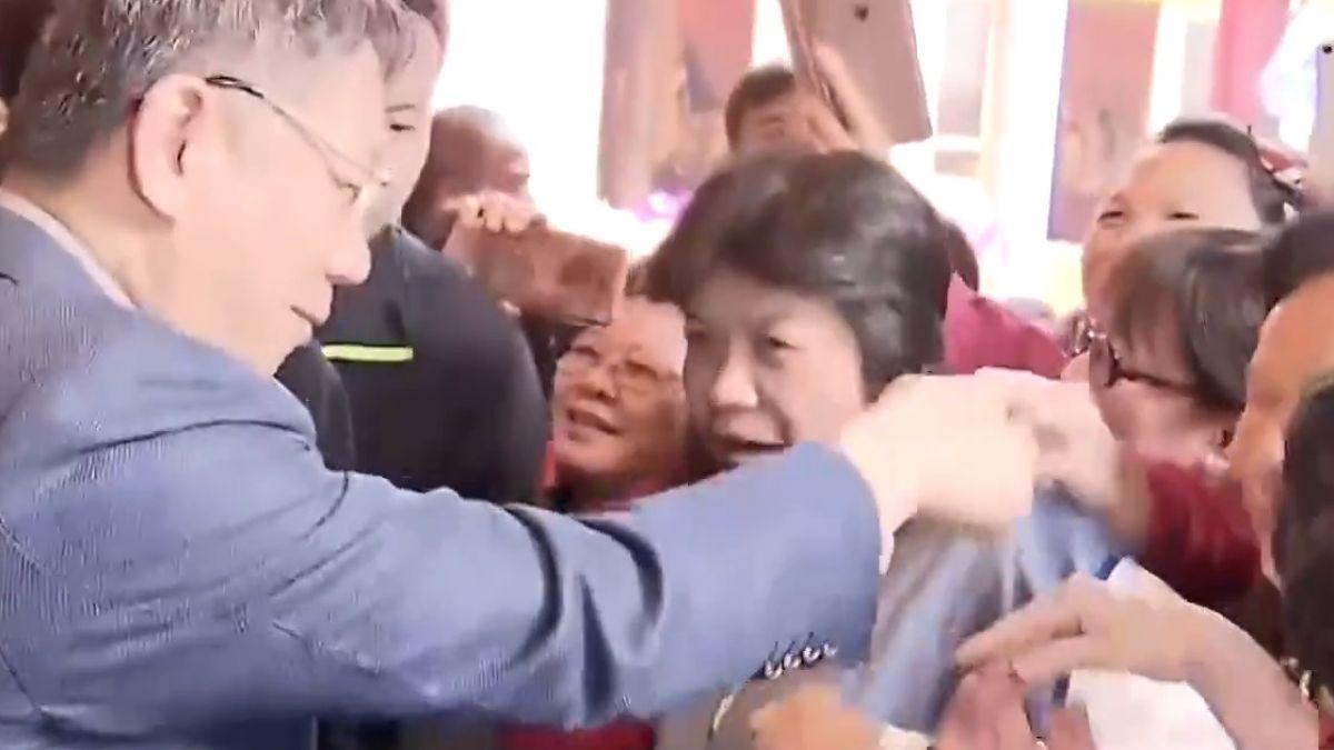 拜廟拚支持!柯P人氣旺、姚文智「握手遭忽略」