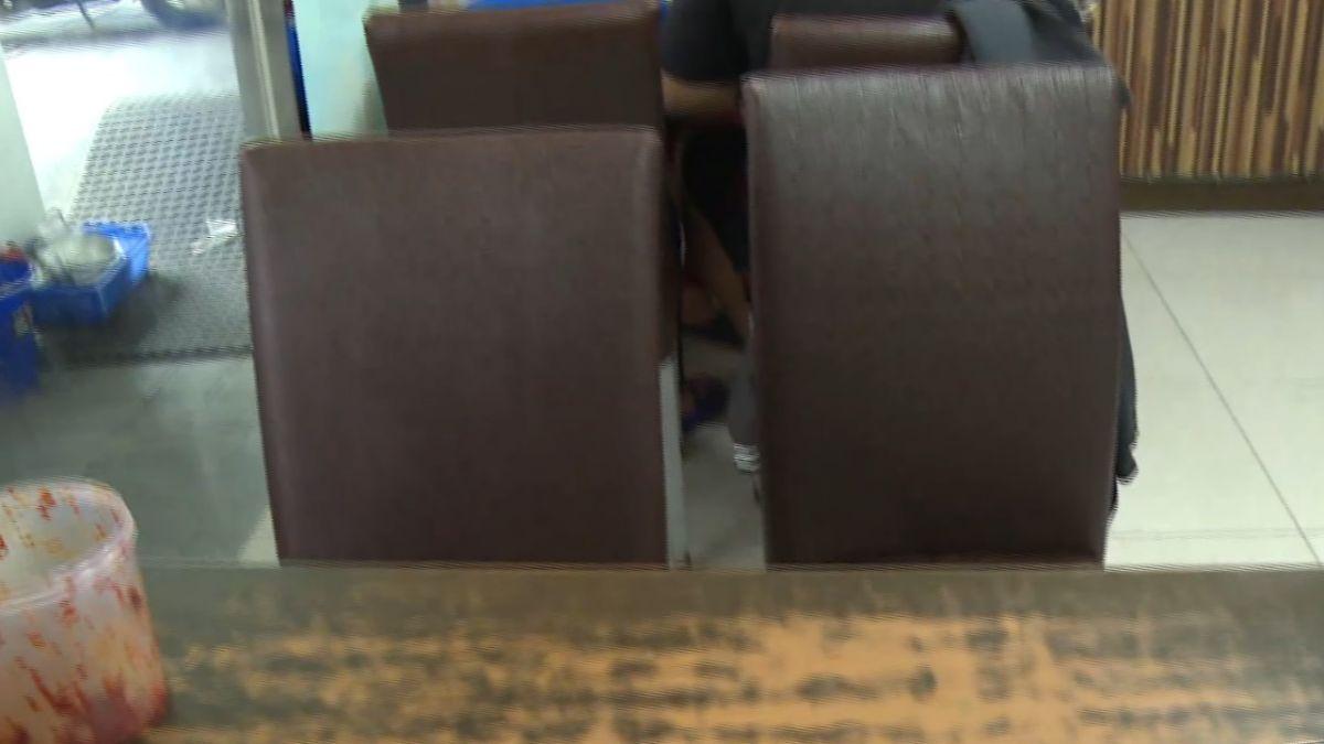 我就是要坐那!為占位小吃店兩男大打出手