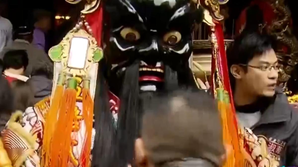 城隍廟迎財神 廟方抽台灣經濟「中吉籤」