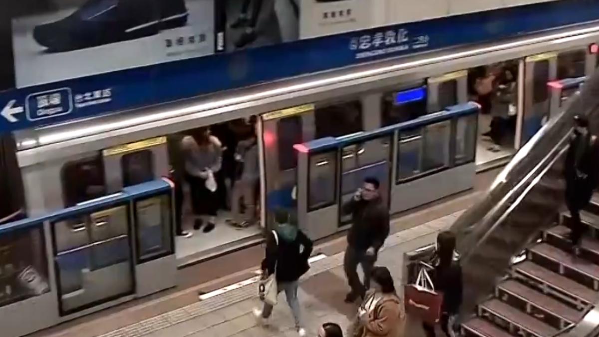 忠孝敦化一度列車停駛 板南線全線塞爆