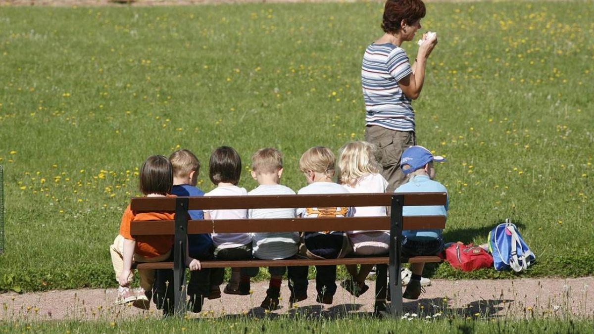 該玩的沒玩到!4歲就背超大書包…不婚媽:幼兒園不該變義務教育