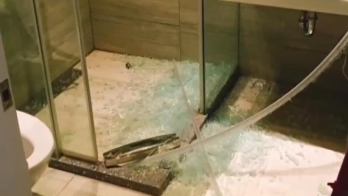 洗完澡推拉門玻璃碎 顧客遭割傷PO網槓旅店