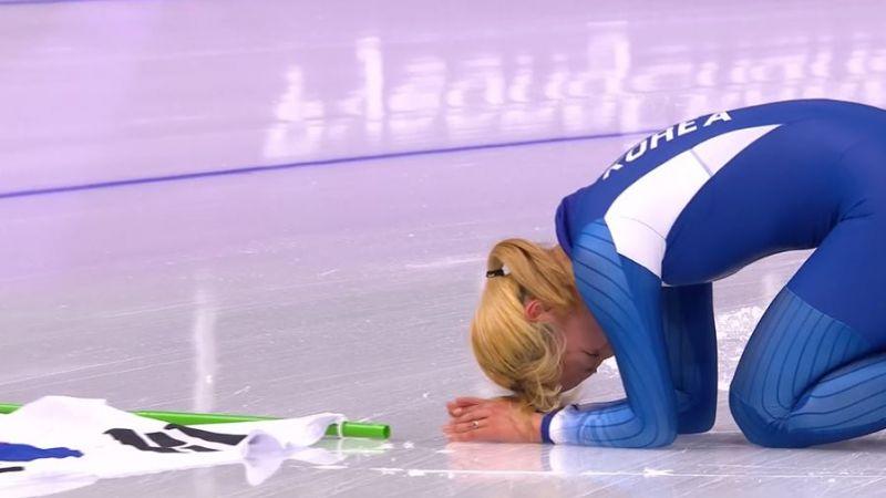 奪銀牌卻爆哭磕頭!韓競速滑冰女將 向全國人民下跪求饒