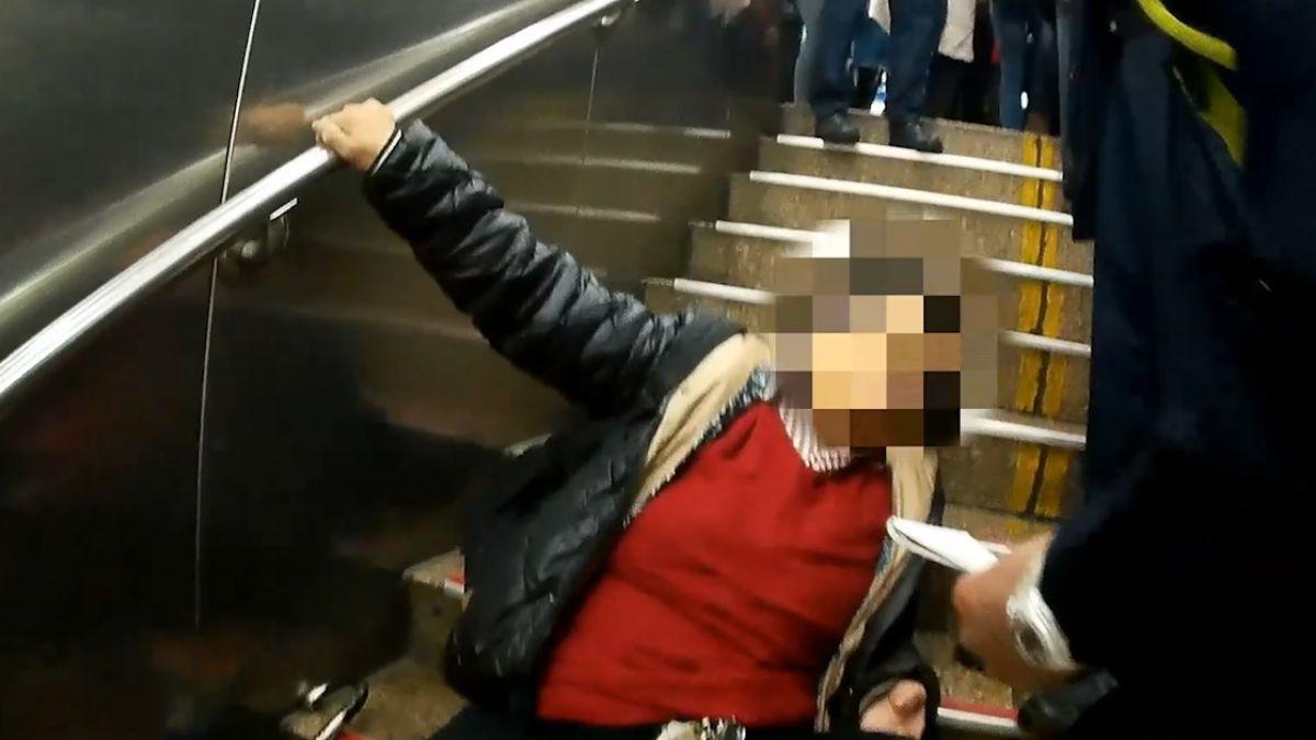 北車連三意外! 提行李箱滾下樓梯 掉落砸人