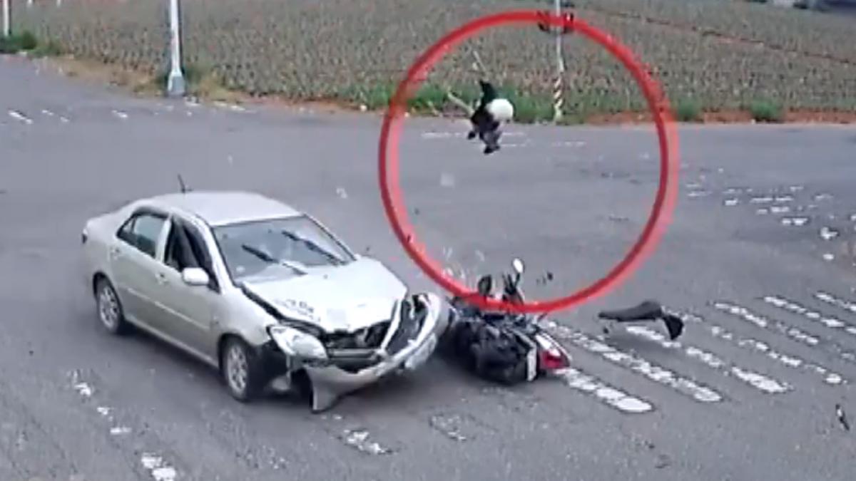 碩士生遭撞拋飛3米 靠安全帽、跌草地保命