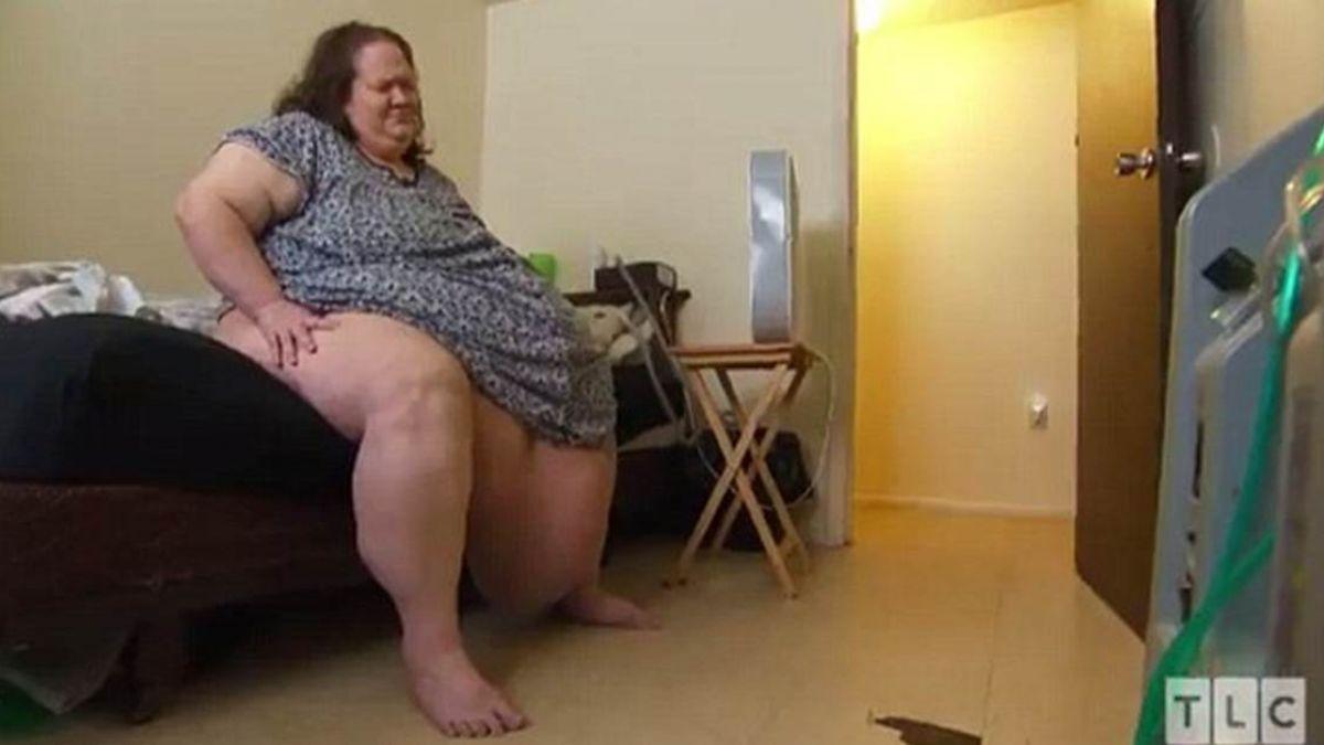 女胖到肚子垂地…268公斤仍狂吃!丈夫甩頭不要她