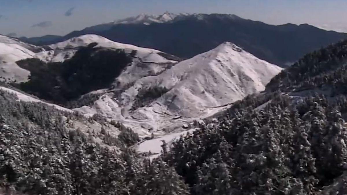 合歡山下起三月雪!積雪深達20公分