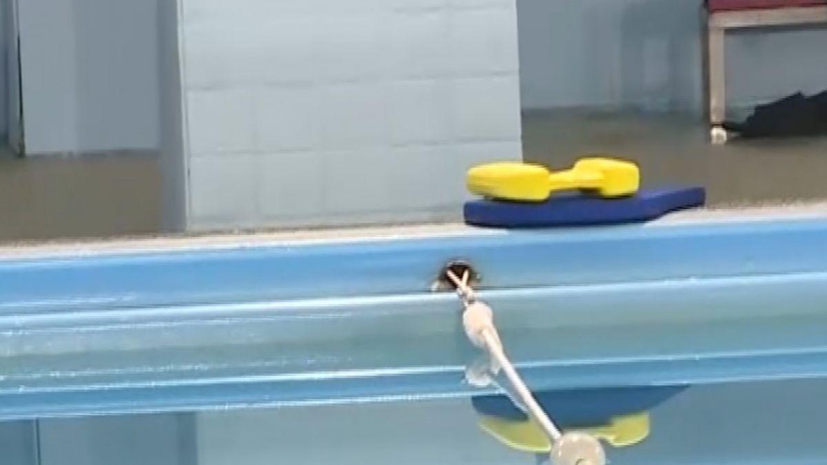 工讀生誤將稀硫酸混漂白水 泳池24人急送醫