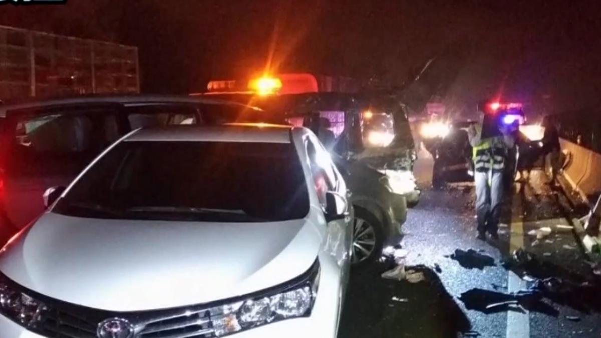 國道三號北上301K八車連環撞 13人受傷