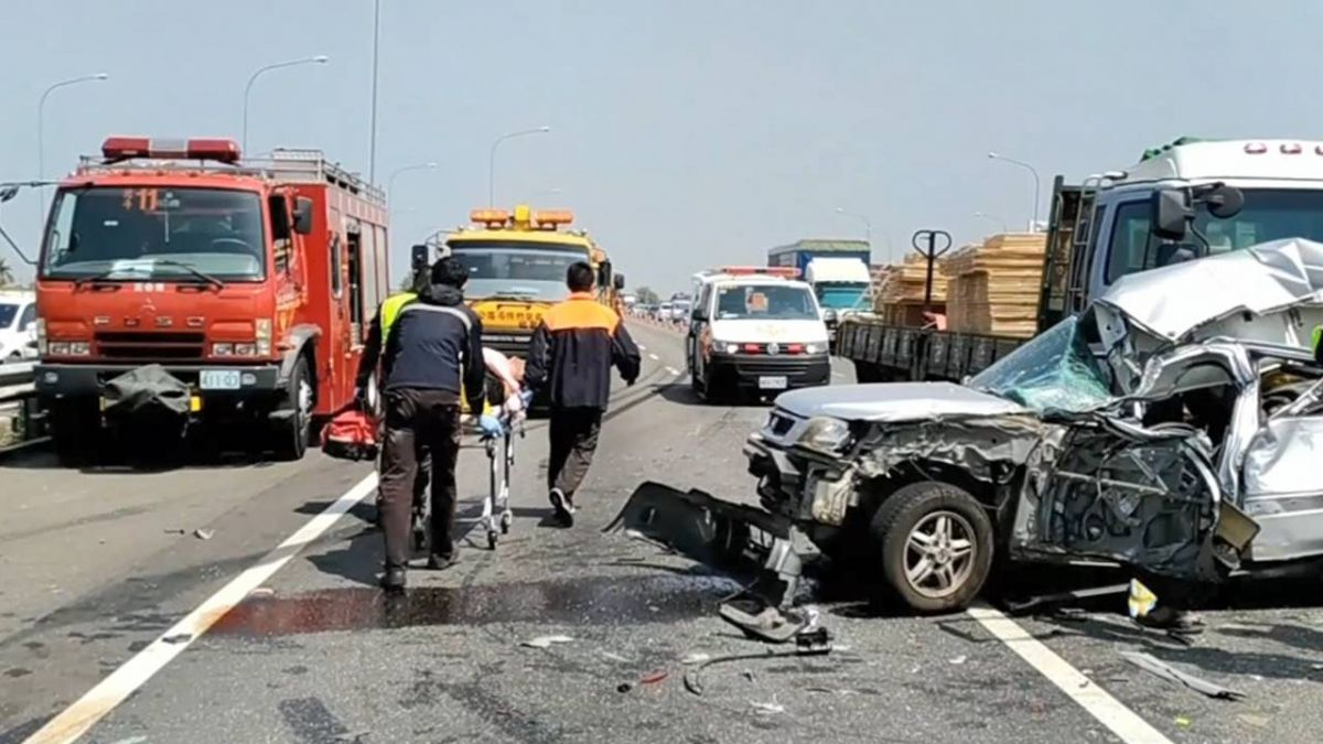 【影片】國道貨櫃車追撞!婦頸椎橫斷 夫哽咽不捨:已簽放棄急救